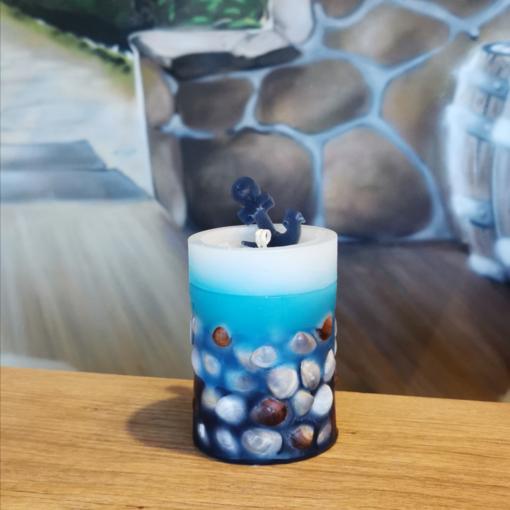 Wachsflecken Neumünster - Kerze Maritim mit Muscheln BxH 7,5cm x 10cm, Brenndauer: 30 Std.